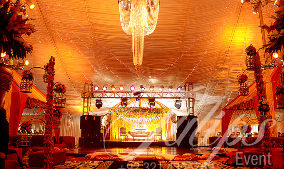 Golden Mehendi Stage Perks