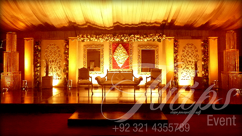Drawing room wedding stage setup in pakistan for Indoor stage decoration
