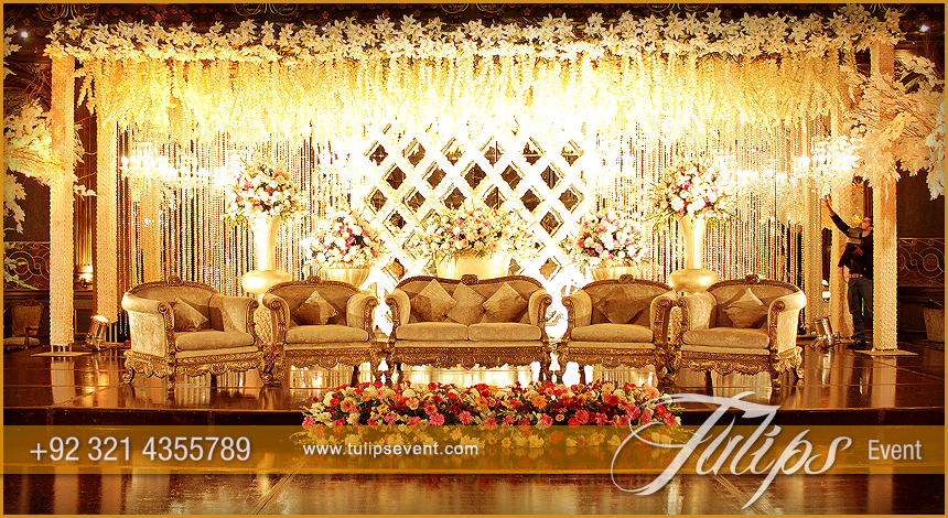 Gold Theme Baraat Stage Setup 2015 In Pakistan 9