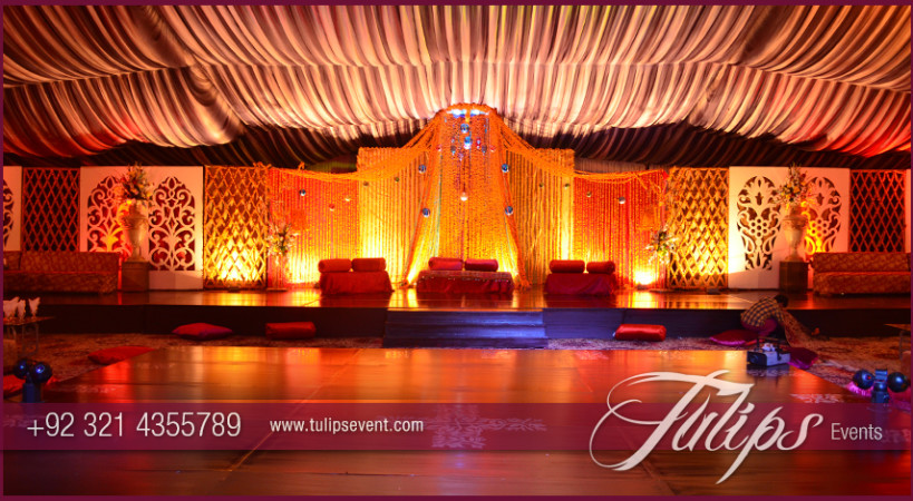 Mehndi Flower Arrangements : Fantastic merigold mehndi stage decoration in pakistan